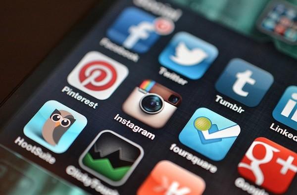 social-media-apps-sell-cars-flyer